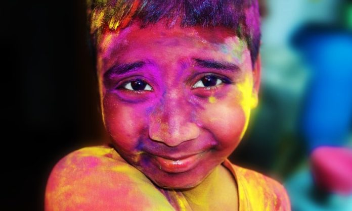 Measures to avoid and remove Holi colors