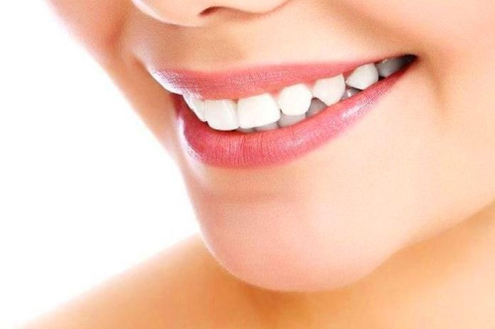 If you want keep your teeth healthy then avoid doing these mistakes.